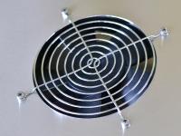 Установленная решетка на корпус дистиллятора